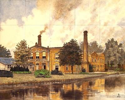 Bij het 40-jarig bestaan van de in 1866 opgerichte Leidsche Broodfabriek, tevens het 40-jarig jubileum van directeur G.J. de Casparis. Het tableau laat het fabrieksgebouw zien, zoals het bij de Maredijk lag. Op 19 september 1906 stuurde De Porceleyne Fles een fotograaf naar Leiden om opnamen van het gebouw te maken. Om de tekst op het gebouw beter te laten uitkomen zijn de bomen op dit tableau 'verplaatst'.