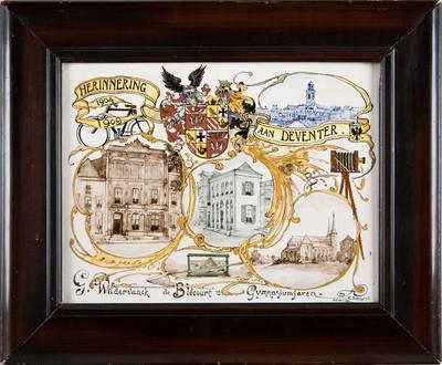 Deze plaat was het cadeau dat B.G. Wildervanck de Blécourt kreeg bij het behalen van zijn diploma aan het gymnasium in Deventer. De voorstellingen geven een beeld van zijn leefwereld als opgroeiende jongen: schepnet, fiets en fotocamera, samen met afbeeldingen van het gymnasium en enkele stadsgezichten.