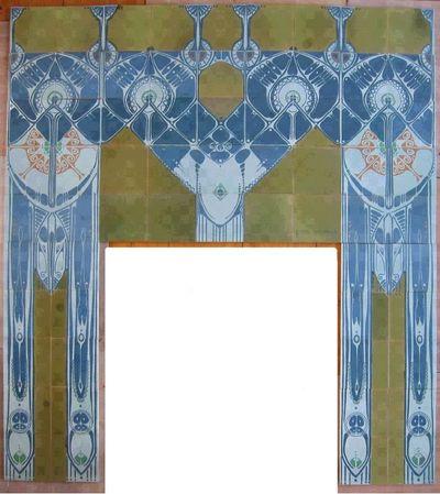In de jaren 1903-1904 werd een nieuwe bibliotheek gebouwd aan het Rokin in Amsterdam, 'Het Leesmuseum'. De architect Posthumus Meyjes liet hier op grote schaal tegels toepassen, in de lambrisering van de hal en het trappenhuis en in twee monumentale schouwen. De tegels zijn gemaakt door de Amsterdamse plateelbakkerij de Distel. Het ontwerp voor de betegeling is van de hand van Bert Nienhuis (1873-1960), artistiek leider van De Distel.