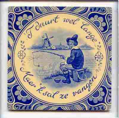 Voorstelling van een visser aan een Hollandse waterplas, met de spreuk: 't duurt wel lange / Maer 'k sal ze vangen'.