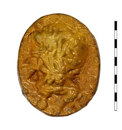 Gem, gesneden imitatie van sarder, uit de Romeinse Republikeinse periode. Afgebeeld is het hoofd van Herakles, naar links gedraaid.