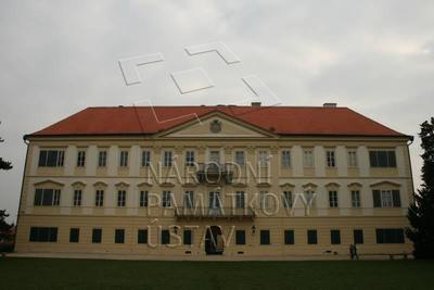 Valtice, okres Břeclav, zámek, západní průčelí, celkový pohled