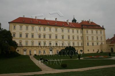 Valtice, okres Břeclav, zámek, jižní průčelí, celkový pohled