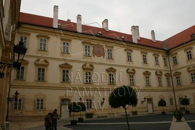 Valtice, okres Břeclav, zámek, nádvoří - jižní průčelí, celkový pohled