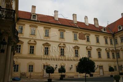 Valtice, okres Břeclav, zámek, nádvoří - severní průčelí, celkový pohled
