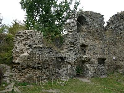 Plešnice, okres Plzeň - sever, zřícenina hradu Buben, palác, pohled od JV.
