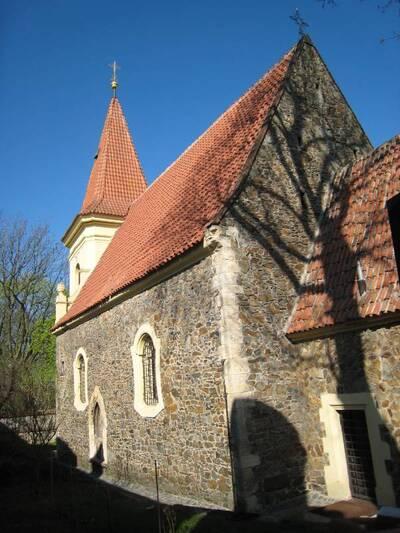 Praha 15, Petrovice, Edisonova, kostel sv. Jakuba Většího, J fasáda