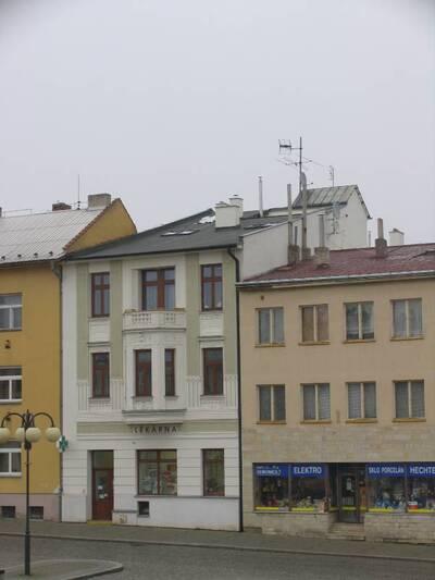 Bílovec č.p. 13, Slezské náměstí 38, městský dům č.p. 13. Pohled od JZ.