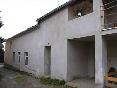 Bílovec č.p. 5, ul. Pivovarská 7, městský dům č.p. 5. Pohled od S, bok stavby.