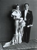 Giovani sposi in abito da cerimonia