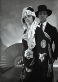 I fratelli Alma e Vittorio Emanuele Caldara in costume spagnolo