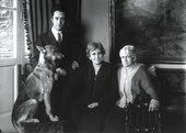 Ritratto di familiari con un cane