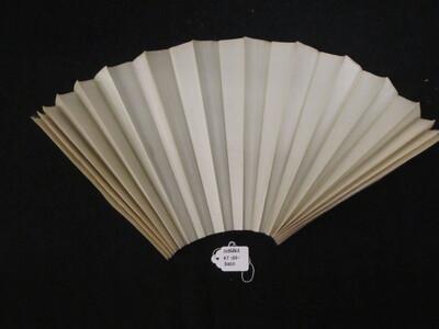 Waaierblad van crèmekleurige zijde
