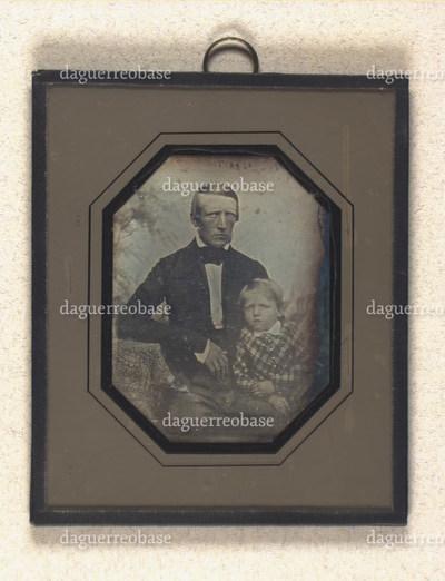 Portræt af uidentificeret mand med barn