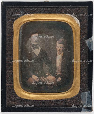 Portrett av to brødre, Wilhelm Michael og Simon Olaus Wolff Michelet, sittende ved siden av hverandre. Portrait of two brothers, Wilhelm Michael and Simon Olaus Wolff Michelet, seated next to each other.