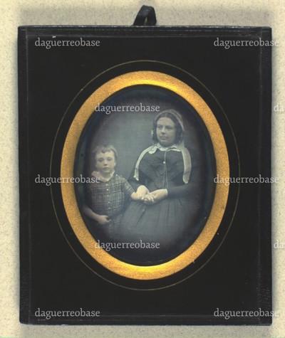 Portræt af uidentificeret kvinde med barn