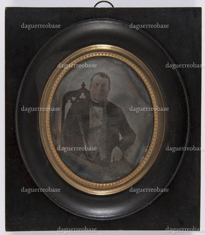 hoort bij portret van vrouw 008; Rom… (label op achterkant is beschadigd waardoor naam niet leesbaar is)