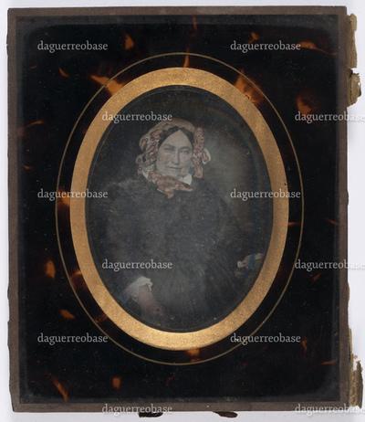 portrait en buste et en studio d'une femme