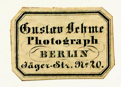 Oehme ist von Dost/Stenger erstmals im Dezember 1843 in der Jägerstr. 19/20 nachweisbar (Wilhelm Dost (unter Mitarbeit von Erich Stenger), Die Daguerreotypie in Berlin 1839-1860, Berlin 1922, S. 111)