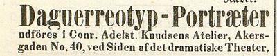C. A. Knudsens annonse om daguerreotypi portretter i hans atelier i Akersgaten 40 ved det Dramatiske Theatret. C. A. Knudsen's advertisment about his daguerreotype portrait services in Akersgaden 40 next to det Dramatiske Theatret.