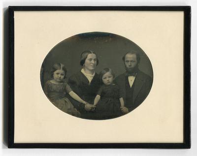 [Porträt einer Familie]