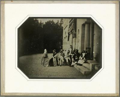 Les familles Eynard et de Régny sur la terrasse du domaine la villa de Beaulieu