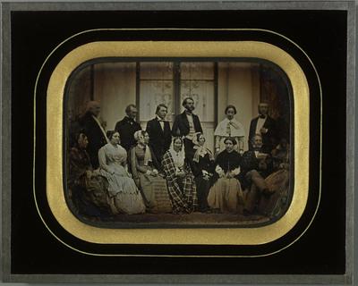 Gilly VD, Beaulieu: portrait de groupe, famille Eynard et amis, devant la villa