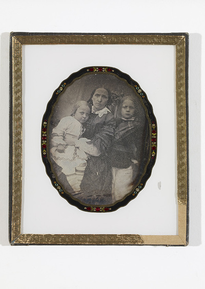 Portrait of Amalia Candelin b. Elfsberg with her two sons, John and Leonard Candelin.