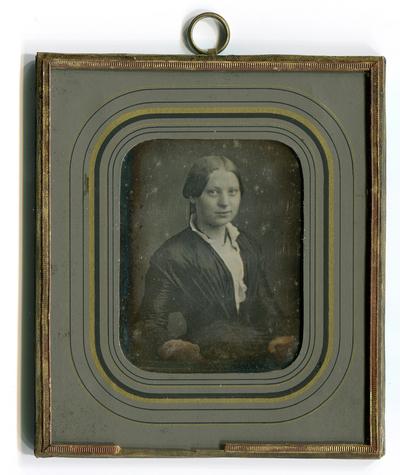 Porträt einer jungen Frau