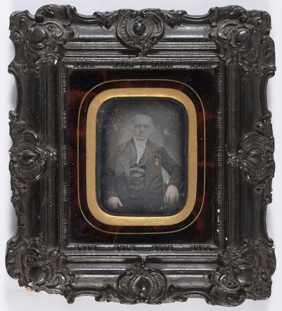 Mr. Albert Pardon né à Tirlemont le 7 février 1776. Secrétaire de cette ville depuis le 1er floréal an XI de la république française (21 avril 1803) jusqu'au 4 octobre 1848, nommé chevalier de l'ordre de Léopold le 8 avril 1843. Daguérréotypé le 10 mai 1853 par l'artiste voyageur Henri-Joseph Huet.