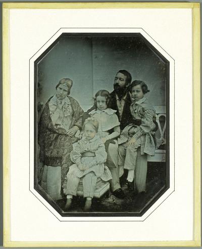 Portrait de la famille Charles Eynard, Charles, Sophie, et leurs enfants Hilda, Gabriel et Féodor