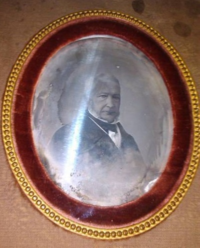 The daguerreotype had a strong mirror effect and it has been cleaned using the electrocleaning process. The glass and hanging mechanism have been replaced.