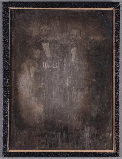 Group portrait, lieutenant and customs officer Anders Gustaf Holmberg and his familymembers. Muotokuvassa luutnantti ja tullivirkailija Anders Gustaf Holmberg, muut henkilöt kuvassa ovat mahdollisesti perheenjäseniä.
