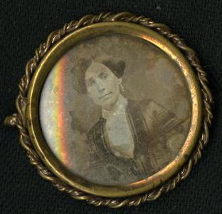 Pincbeck brass brooch