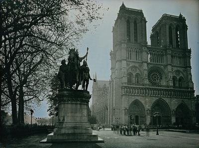 Notre Dame Tour Group
