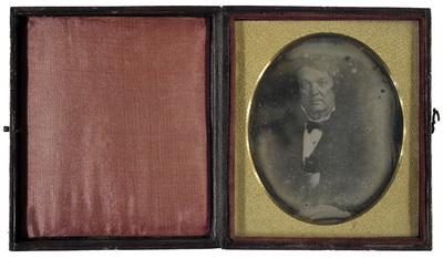 Image 6,5 x 5,5 cm; Support 9 x 7,5 cm; Fenêtre 6,5 x 5,5 cm