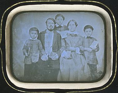 Image 7 x 9,5 cm; Cadre 19 x 21,2 cm; Fenêtre 12 x 14 x 0,4 cm
