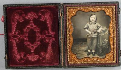 Etats-Unis. Daguerréotype coloré, 1/6 de plaque, 7 x 4,5 cm.