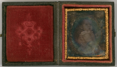 The daguerreotype is deteriorated. Parts of the image are visible, but there is a strong mirror effect. The mat is missing.