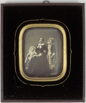 Portrait of Domien Sleeckx' wife Jozefina Nelsen and her two daughters Paula and Wilhelmina