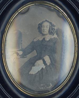 Image 14,5 x 11 cm; Cadre 23,3 x 20 cm; Cuvette 19,5 x 16 cm