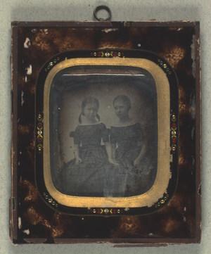 Dobbeltportræt af Marie Ernst og Emilie Jakobsen