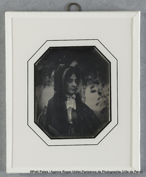 Mme Riesener, avec mantille noire