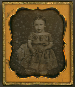 The daguerreotype is in a relatively good condition of conservation. There are signs of oxidation. The cover and the tray are missing.