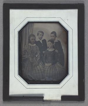 Gruppeportræt af uidentificerede børn