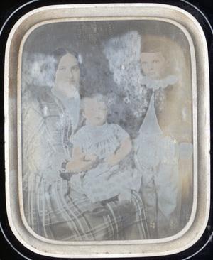 Image 12 x 9 cm; Cadre 24,5 x 22 cm; Fenêtre 16 x 13 cm