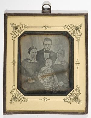 Foreldrene til de avbildede var tollkasserer Werner Hosewinckel Christie (1785-1872) og Hansine, født Langsted (1802-64), deres bror domkirkearkitekt Eilert Christian Brodtkorb Christie (1832-1906).