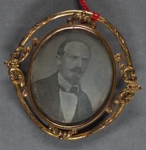 France. Daguerréotype monté en broche, 1/4 de plaque, 3,8 x 3,1 cm