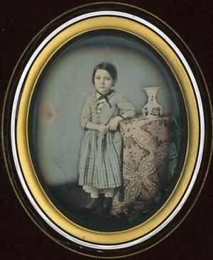 Image 9,5 x 7,5 cm; Support 15,3 x 12,9 cm; Fenêtre 11 x 9 cm