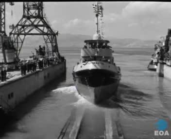 Καθέλκυση ρυμουλκών πλοίων του Βασιλικού Ναυτικού με την παρουσία του Αρχηγού του Ναυτικού Σ. Περβαινά στις εγκαταστάσεις της Ελληνικά Ναυπηγεία ΑΕ στο Σκαραμαγκά